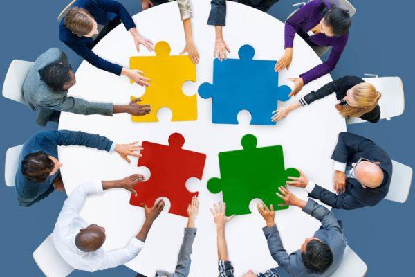 Puzzleteile vier Akteure in der Personalentwicklung